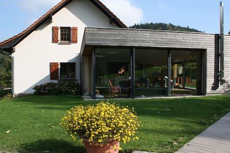 à l'orée du bois: Chambres d'hôtes - Oberhaslach - Aamiaismajoitus