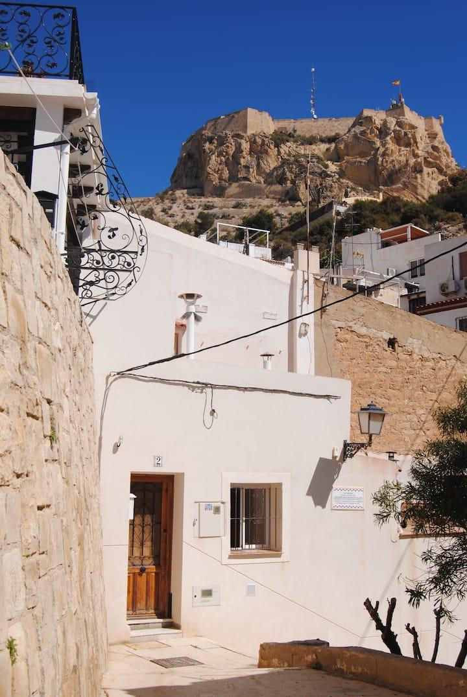 Casa con terraza en el casco antiguo de Alicante
