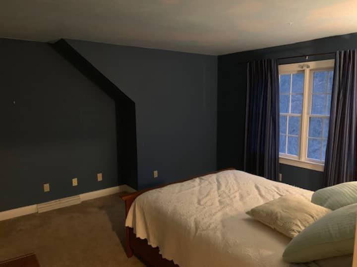 Cozy and Spacious Tipton Lakes Home room 1