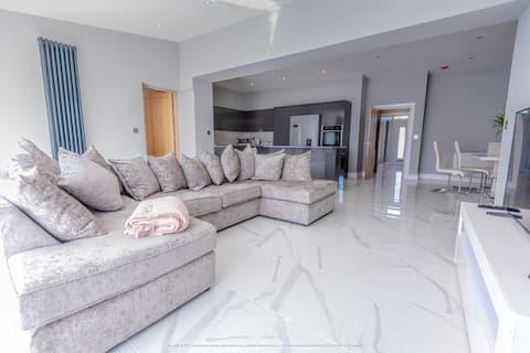 Beautiful Modern Open-Plan Living Home
