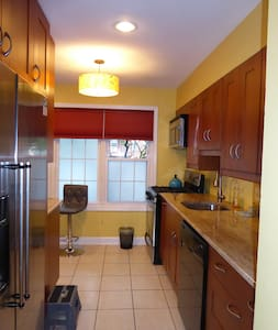 Two BedRoom TownHome next to Montgomery College - Potomac
