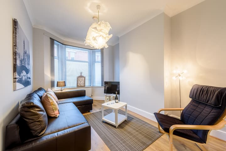 One spacious double bedroom apartment-  Scarsdale