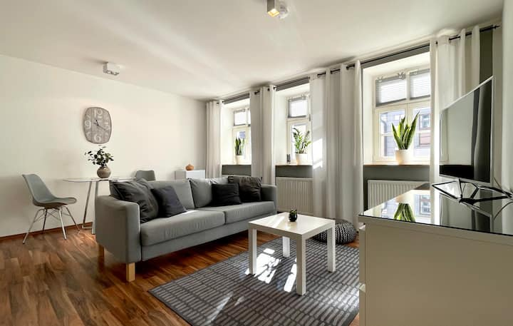 Modern 2-Room Apartment   Ultracentral