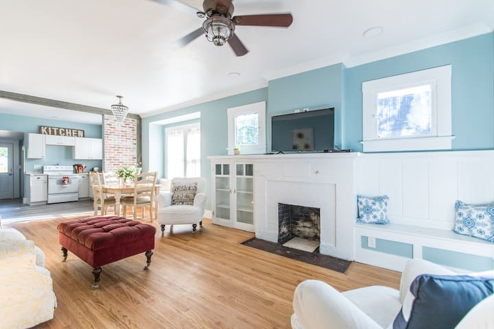 Newly Restored Downtown Cottage