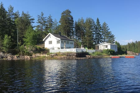 Summerhouse and cabin 5 meter from the lake
