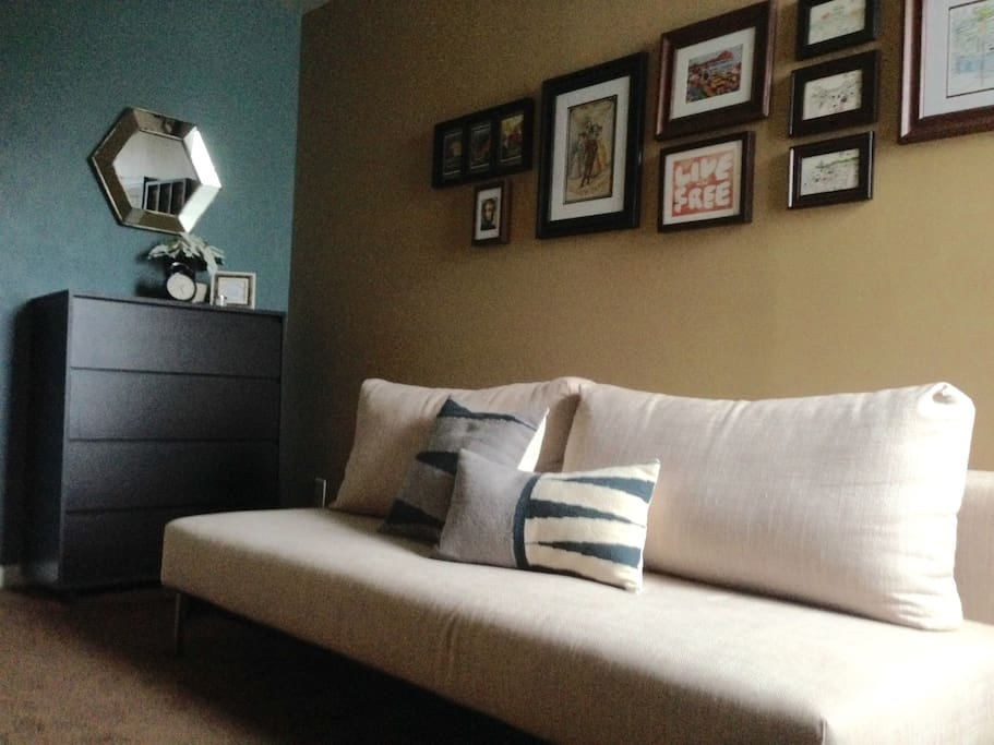 Guest Room with Queen Futon