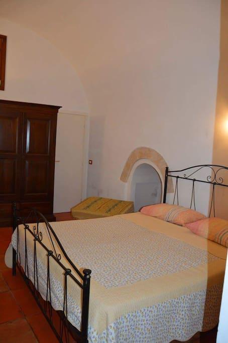 Camera da letto (3 posti letto) 1 letto matrimoniale + 1 divano letto ( posto singolo)