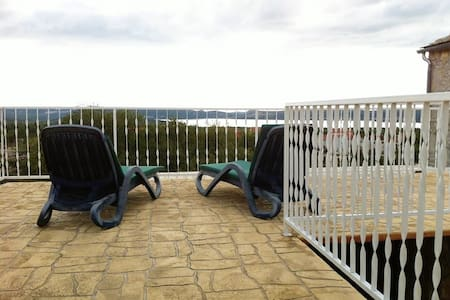 Room for two with parking and beautiful view - Bićine - Other
