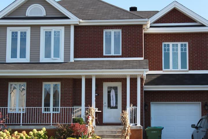 Maison familiale banlieue Montréal - La Prairie - House