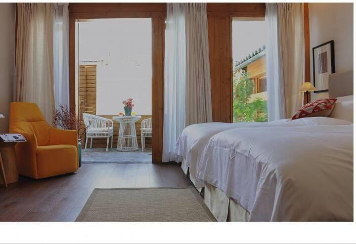 富有设计感的圆景房,房间宽敞明亮,满足您的无限遐想。