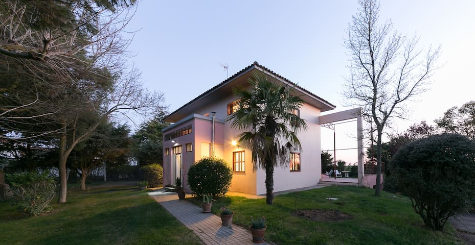 Fantastic villa. - Galindo y Perahuy