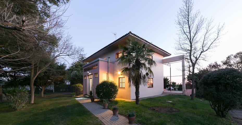 Fantastic villa. - Galindo y Perahuy - Hytte (i sveitsisk stil)