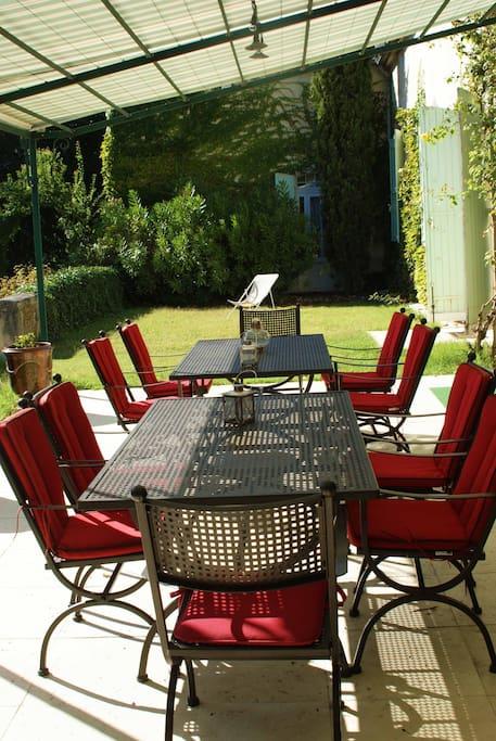 terrasse pour 10p, barbecue, plancha.