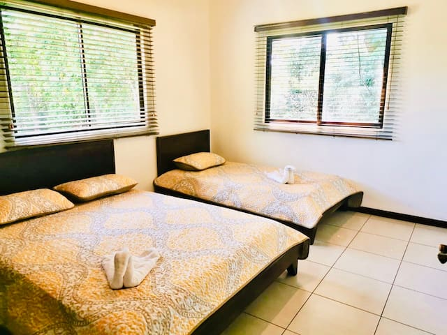 Guest Bedroom, 1 queen + 1 full bed