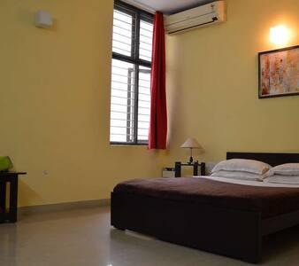 1b.Trendy spacious room in cozy B&B - Bangalore