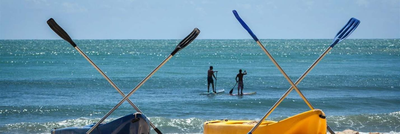 Stand up Paddle na praia a 500m de casa. Somente alugam prancha em alta temporada.  Também é  possível praticar em João Fernandes - 16 minutos de carro de nossa casa - alugam prancha o ano todo.