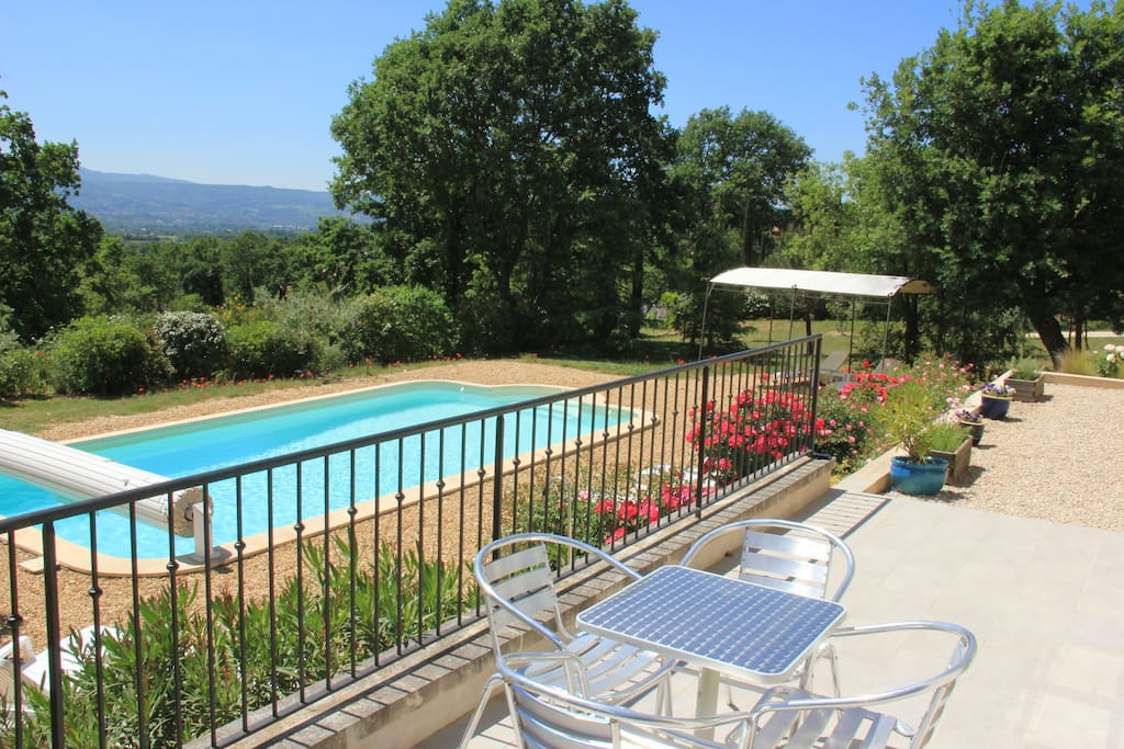 breakfast on the terrace overlooking the pool and Luberon