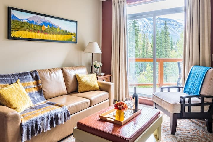 Mountain Fresh Luxe Top Floor 1 Bed w/Pool/Hot Tub