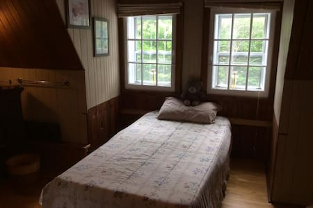 LA MANSARDÉE - Chambre avec deux lits simples - Sainte-Adèle - Bed & Breakfast