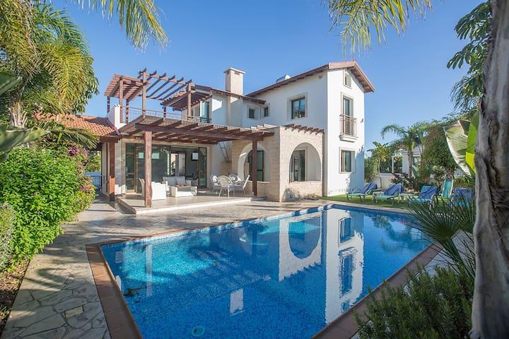 Villa Kimi,Stunning 3BDR Ayia Napa villa with pool