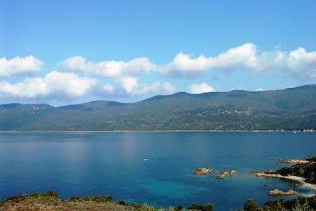 Face à la mer - Serra-di-Ferro