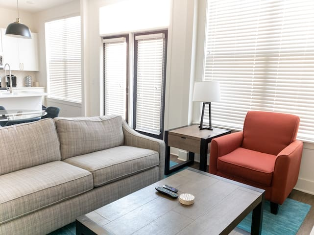 Stay Downtown | Luxury 2BR Free Parking &  Pool
