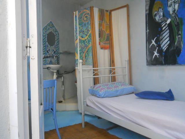 chambre privée  lavabo wc wifi - Banyuls-sur-Mer - ที่พักพร้อมอาหารเช้า