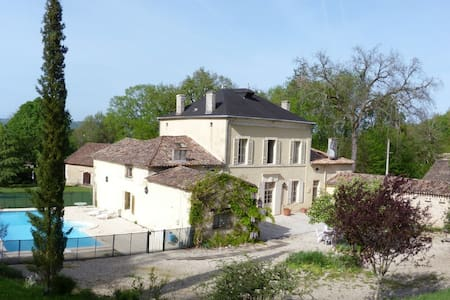 AUX TROIS FONTAINES - Eynesse - Bed & Breakfast