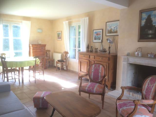 Cozy house in Senlis 35' from Paris - Senlis - Casa