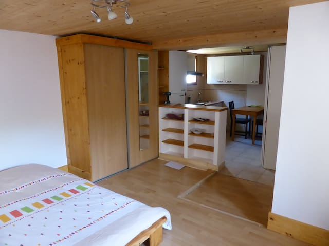 Independent studio in my house - Corcelles-les-Monts - Appartement