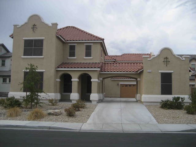 ♡♡  Mini Castle  5 Bed  Pool ♡♡ - North Las Vegas - Huis