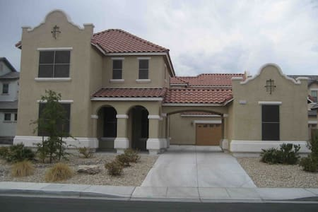 ♡♡ ● Mini Castle ● 5 Bed ● Pool ♡♡ - North Las Vegas