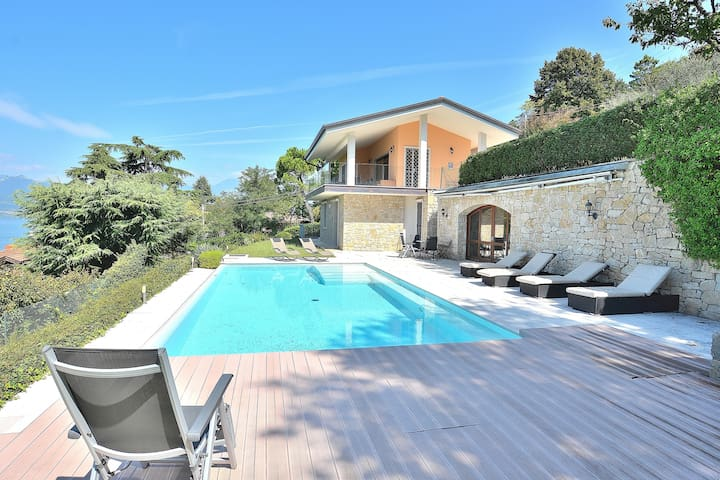 Villa Sybille With Pool And Lake View