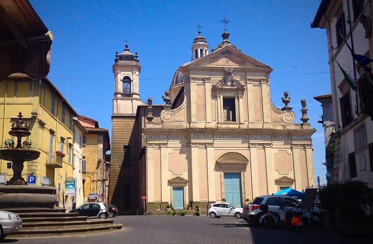 Quiet street off Piazza del Comune - Ronciglione - House