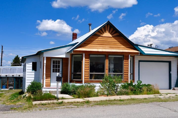 Bright, Quaint, Spacious Leadville Mountain Home