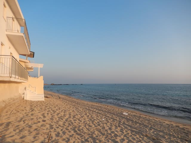 Directly at the beach, WIFI free - Santa Maria - Apartamento