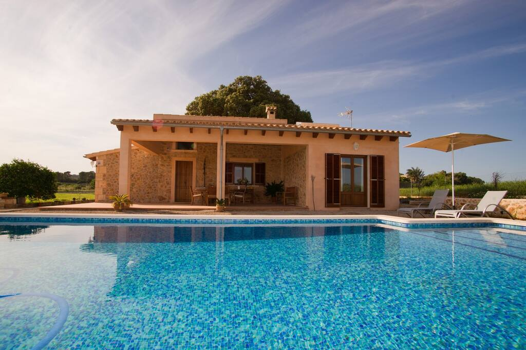 Charming cottage with swimming pool houses for rent in sineu illes balears spain Red house hotel swimming pool