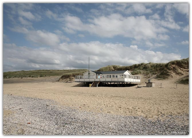 Beach restaurant ' Factor 30' (700m).. Open from april - september.