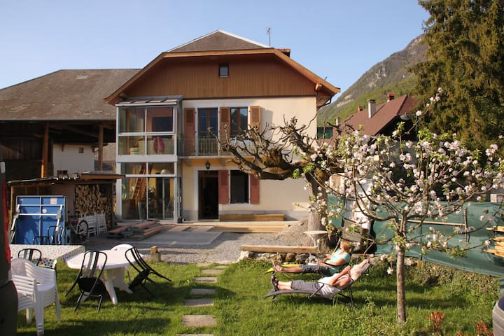 House 160m2 in peace, edge of the lake Annecy