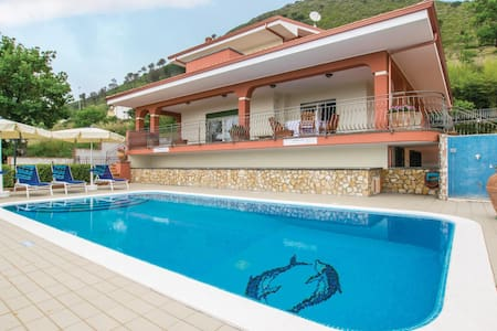Holiday cottage with 4 bedrooms on 300m² in Tortora -CS-