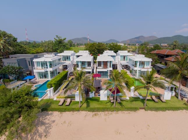 Modern 8 bedroom Beachfront Villa Combo
