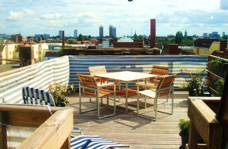 Rooftop apartment with view over Hamburg