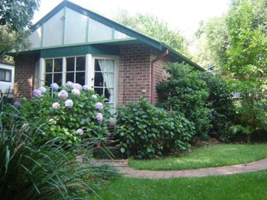 The cottage is in a quiet, leafy northern suburb of Sydney.