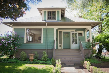 Newberg Bungalow: Historic Charm - Newberg
