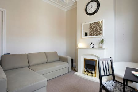 Nice cozy ATTIC in a big and friendly house ! ! - Sheffield - Dom
