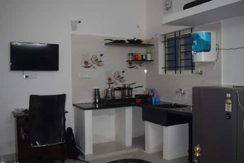 Beautiful studio on 2nd flr with kitchen and wifi