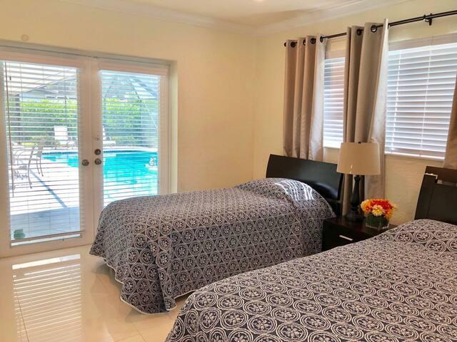 2 bed room 1 queen & 1 Twin
