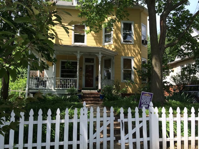 Charming Victorian 2 Blks to Metro - Washington - Bed & Breakfast