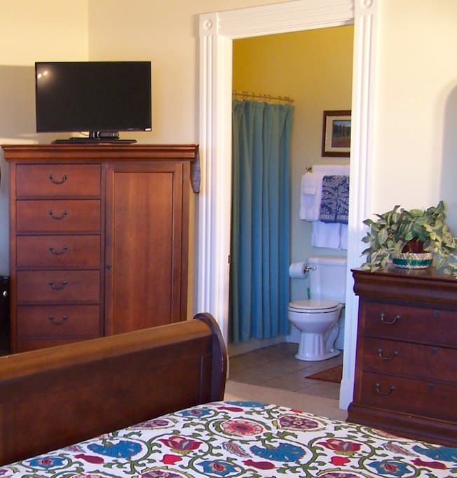 Include in this room is an en-suite bath and smart TV (Netflix & cable TV).