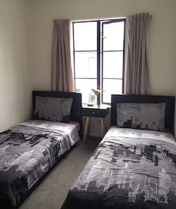 Cozy Sunny Female Twin Room- 1 single bed  (A) - Christchurch